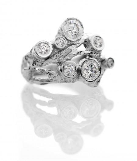 Eksklusive smykker: damering i hvidguld med brillanter