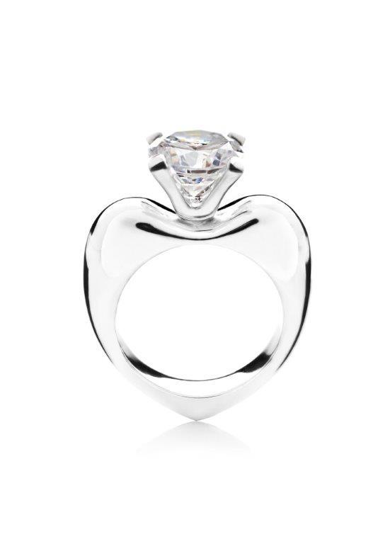 Hjertering fra Melcher Copenhagen i hvidguld og med diamant. Guldsmykker og diamanter går hånd i hånd er kan være en perfekt morgengave.