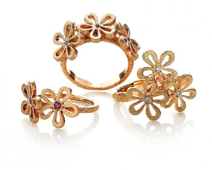 Guldsmykker fra Melcher copenhagen i serien flower. Serien indeholder både diamanter, brillianter, og andre ædelstene.