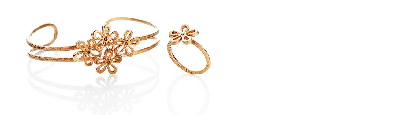 Smukt og unikt designet Guldarmbånd fra Melcher Copenhagen, med blomster og mulighed for indfatning af diamanter.
